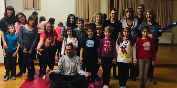 Fotografia dels participants al taller de ioga