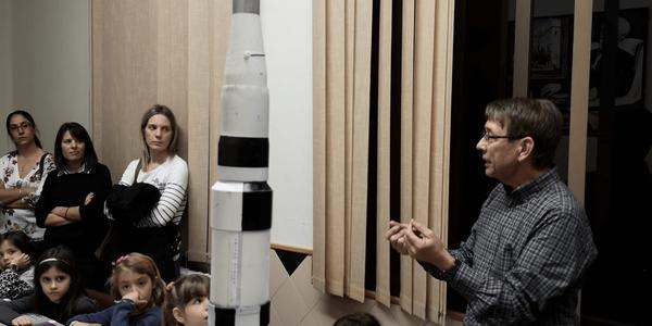 Imatge d'un moment del taller sobre l'Apollo 11